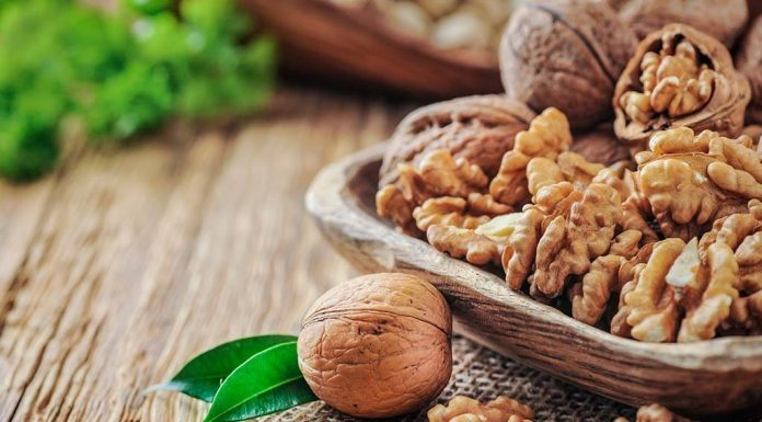 Risks of Eating Walnuts in Pregnancy
